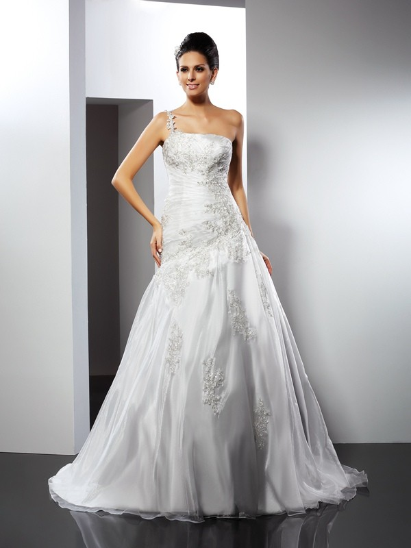 Fashion A-Line Princess One-Shoulder Applique Beautiful Long Satin Wedding Dress