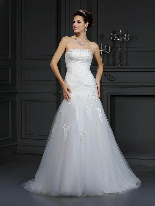 Sheath/Column Strapless Lace Beautiful Long Satin Wedding Dress