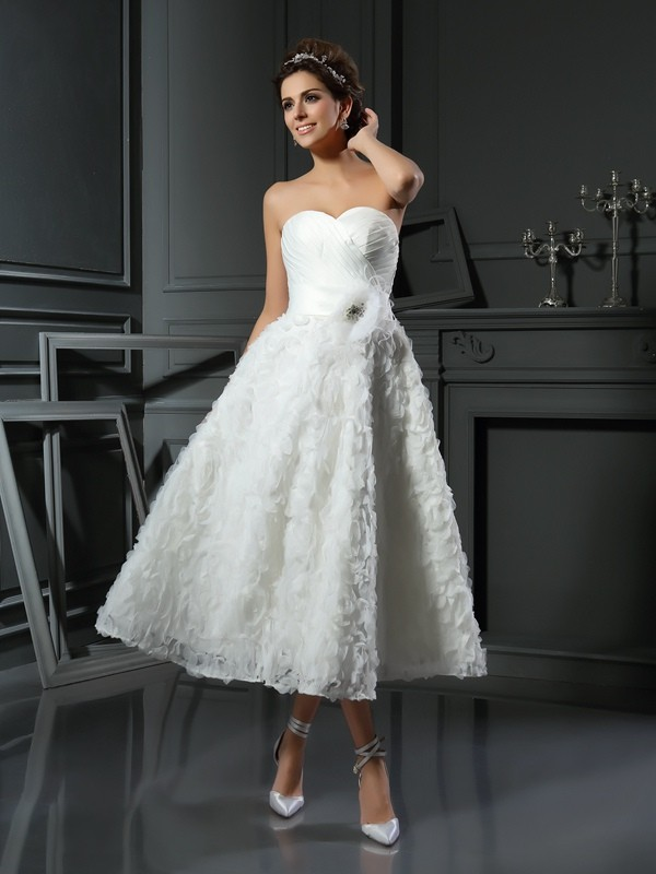 Lovely A-Line Princess Sweetheart Bowknot Short Satin Wedding Dress