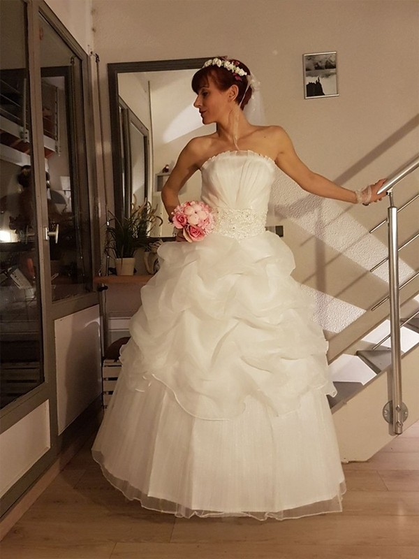 Ball Gown Strapless With Ruffles Floor-Length Tulle Wedding Dress