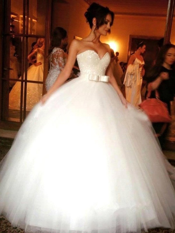 Ball Gown Bowknot Sweetheart Tulle Floor-Length Wedding Dress